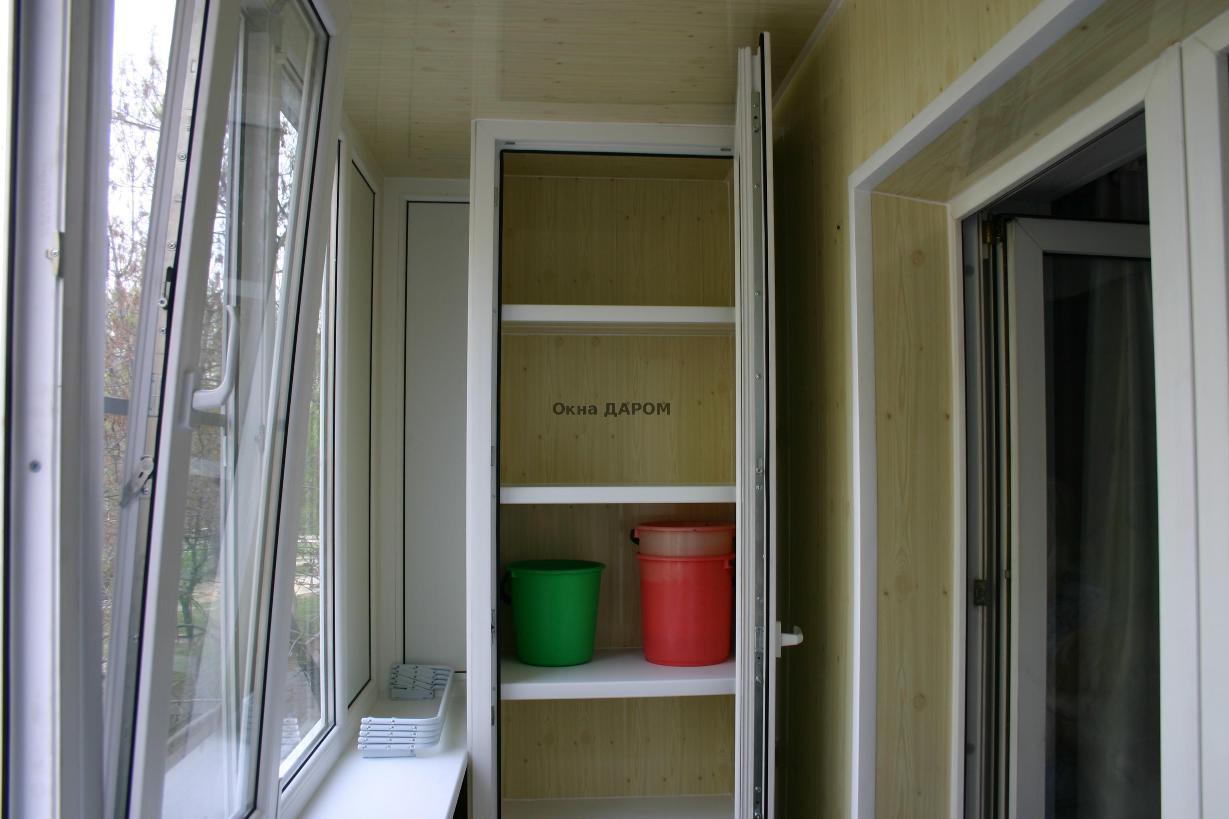 Балконный шкаф из пластика.