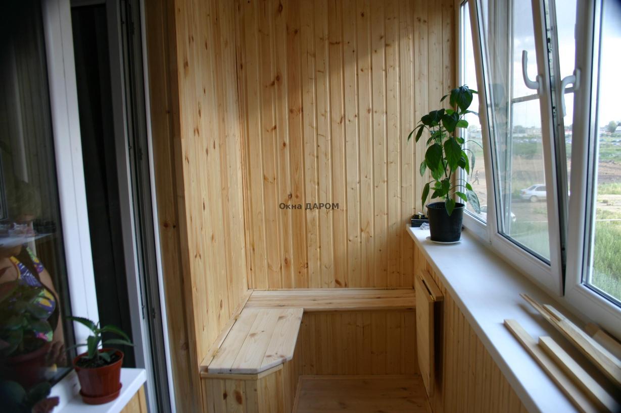 Внутренняя отделка балконов деревом.