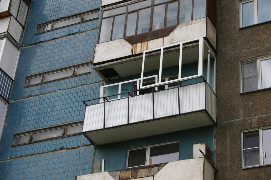 Деревянное остекление балкона с выносом : коллекция иллюстра.