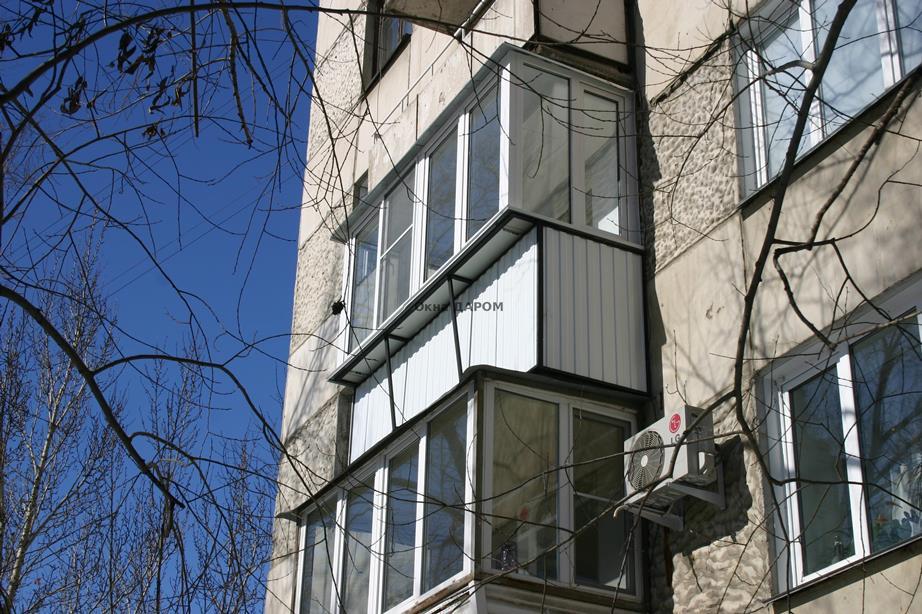 Остекление балкона с выносом героев танкограда 61.