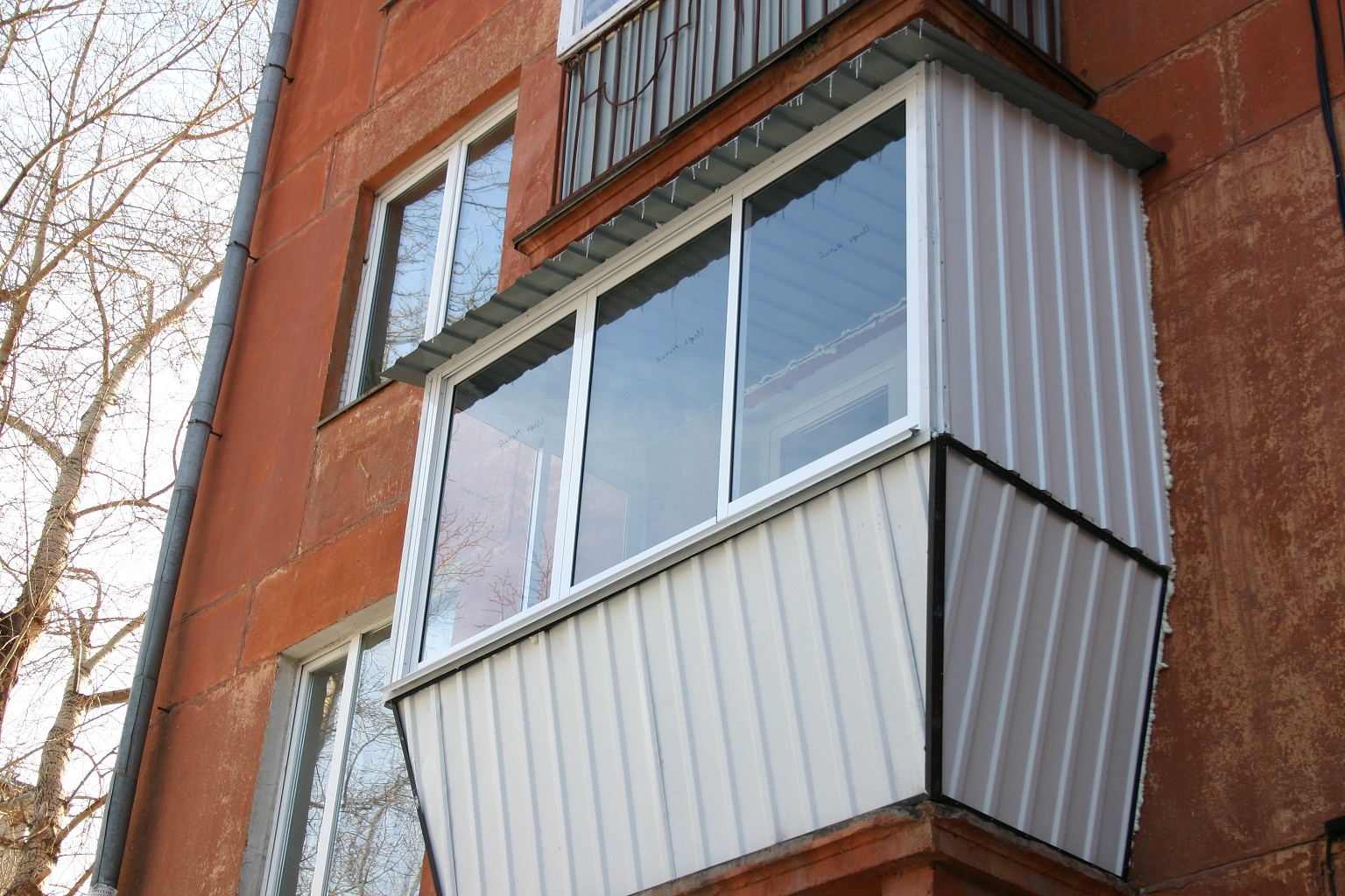 Остекление балкона румЯнцева 11.